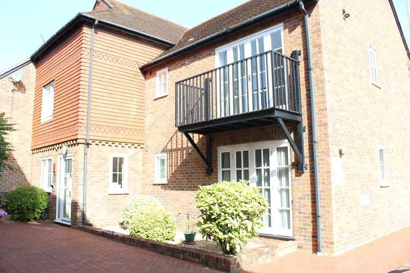 1 Bedroom Ground Flat for sale in Crown Mews, Hungerford RG17
