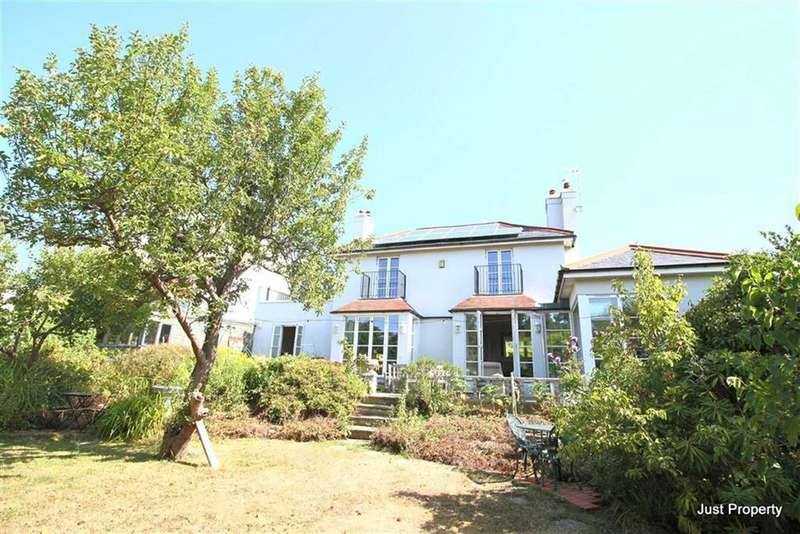 5 Bedrooms Detached House for sale in Croft Road, Hastings