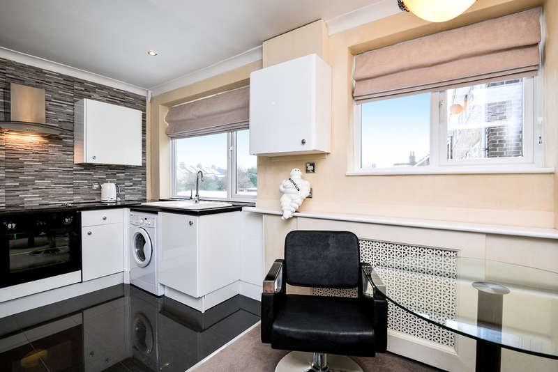 2 Bedrooms Flat for sale in Parkview Road, London