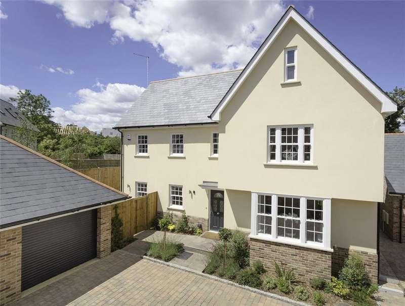 5 Bedrooms Detached House for sale in The Pastures, Bishop's Stortford, Hertfordshire, CM23