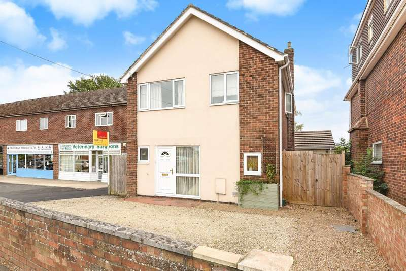 4 Bedrooms Detached House for sale in Station Road, Thatcham, RG19