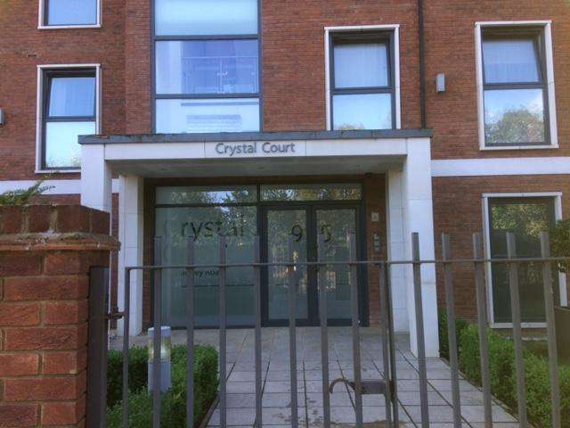 2 Bedrooms Apartment Flat for sale in Bramley Road, Oakwood, London