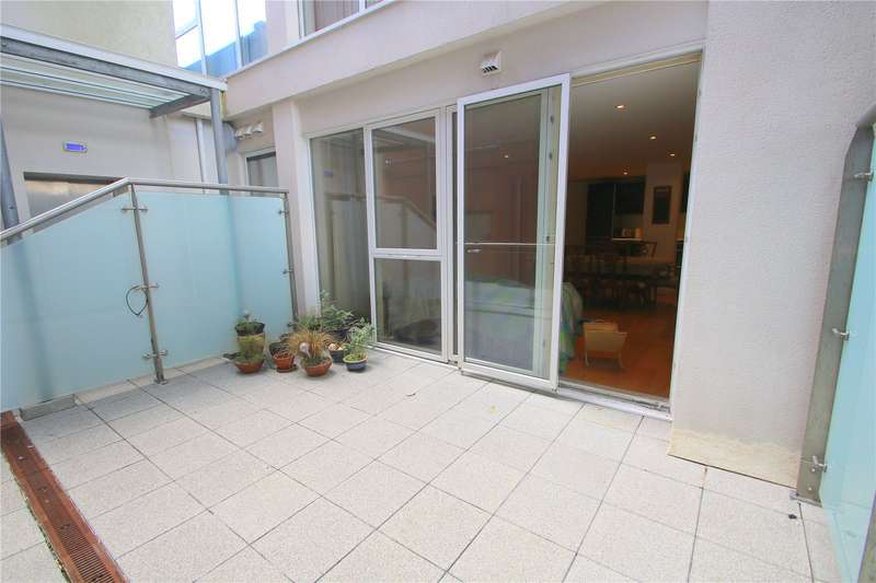 3 Bedrooms Flat for sale in Airpoint Skypark Road Bristol BS3