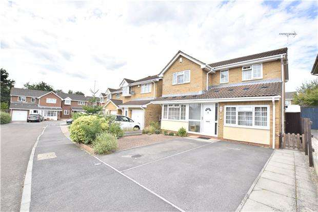 4 Bedrooms Detached House for sale in Horsecroft Gardens, Barrs Court, BS30 8HU