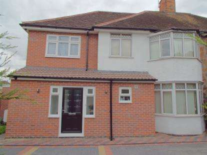 5 Bedrooms Semi Detached House for sale in Scraptoft Lane, Leicester, Leicestershire