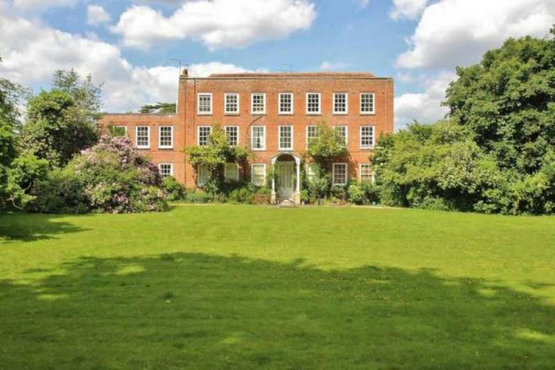 2 Bedrooms Flat for sale in Wood Lane, Beech Hill, Reading, RG7 2BE