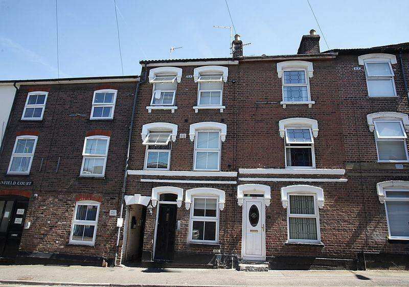 6 Bedrooms Terraced House for sale in *** Investment Opportunity In Gloucester Terrace***