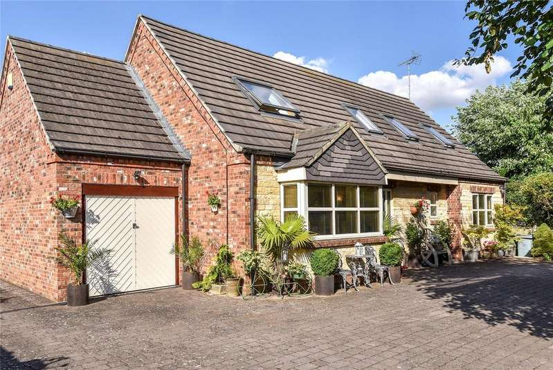 4 Bedrooms Detached House for sale in Paddock Close, Ancaster, NG32