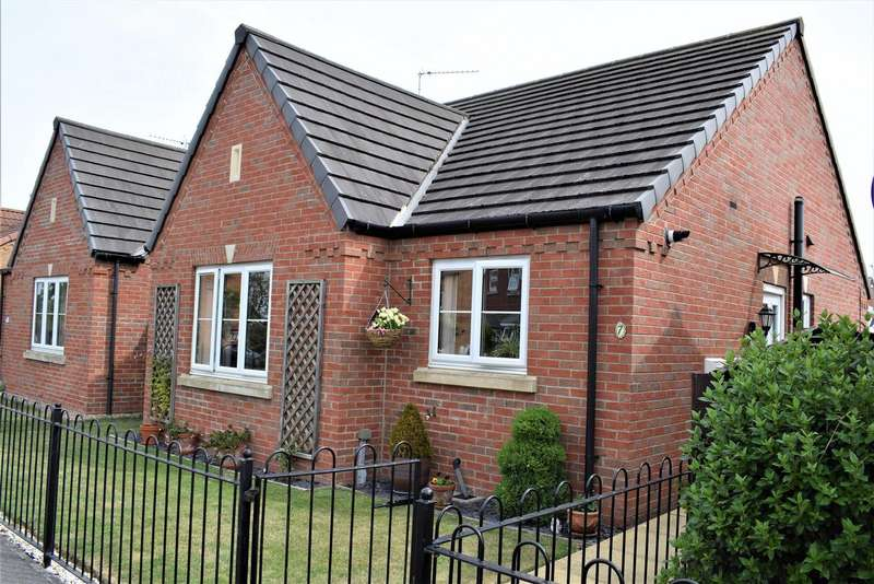 2 Bedrooms Bungalow for sale in Roman Way, Caistor