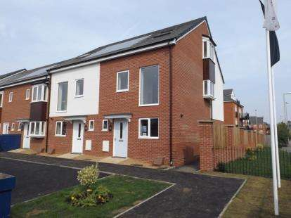 3 Bedrooms Terraced House for sale in Britannia Gate, Palgrave Road, Bedford