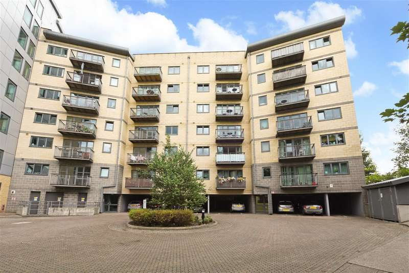 2 Bedrooms Apartment Flat for sale in Baron House, 33 Chapter Way, Colliers Wood