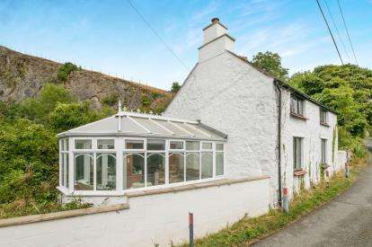 2 Bedrooms Detached House for sale in Segurinside, Llandudno Junction, Conwy, North Wales, LL31