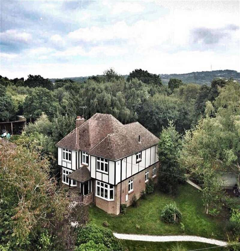 4 Bedrooms Detached House for sale in Butchers Lane, Three Oaks