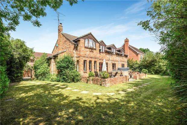 5 Bedrooms Detached House for sale in Arbor Lane, Winnersh, Wokingham