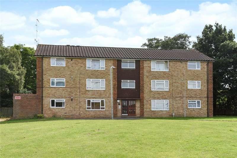 2 Bedrooms Apartment Flat for sale in Moor Close, Owlsmoor, Sandhurst, Berkshire, GU47
