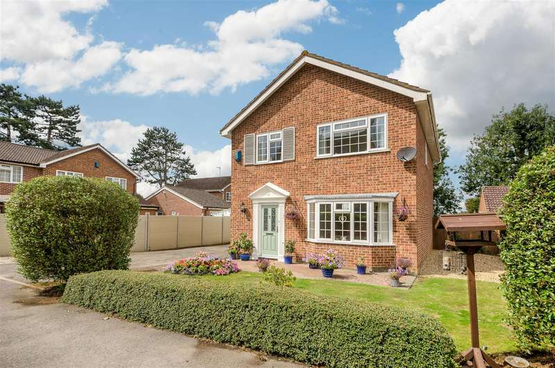 4 Bedrooms Detached House for sale in Dybdale Crescent, Wellingborough