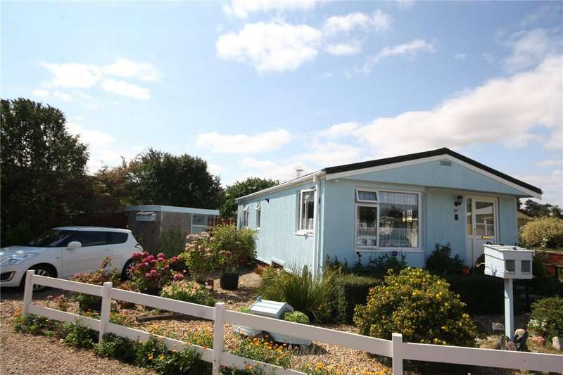 2 Bedrooms Detached Bungalow for sale in Orchards Park, Ruskington, Lincolnshire, NG34