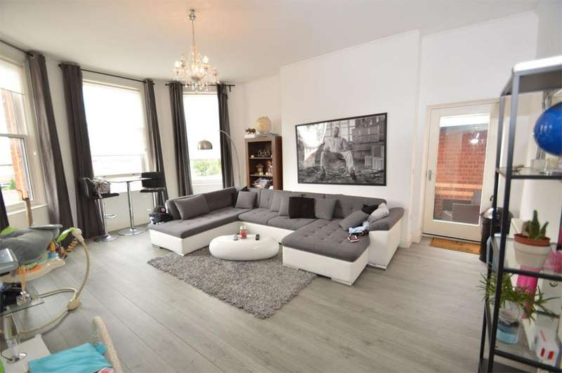 2 Bedrooms Flat for sale in 58 Washway Road, SALE, M33