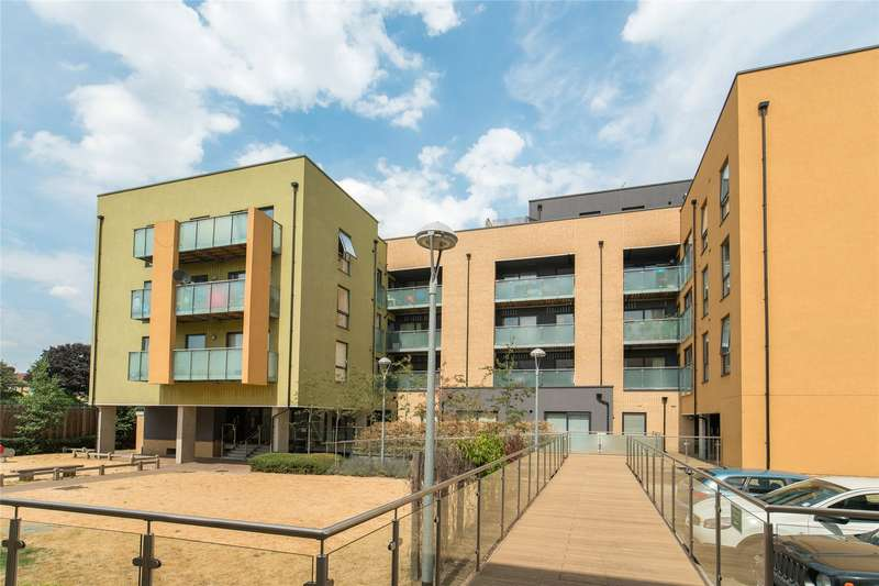 2 Bedrooms Flat for sale in Scenix House, 86 Chigwell Road, South Woodford, London