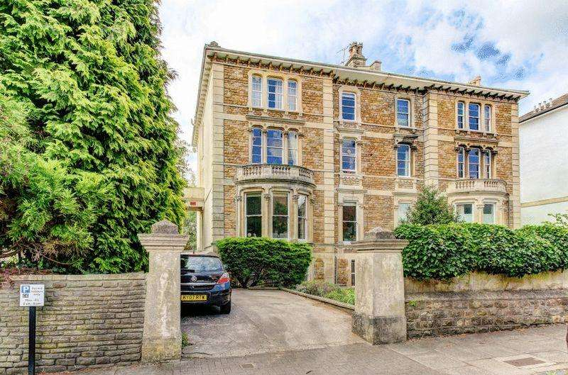 2 Bedrooms Apartment Flat for sale in Osborne Road, Clifton