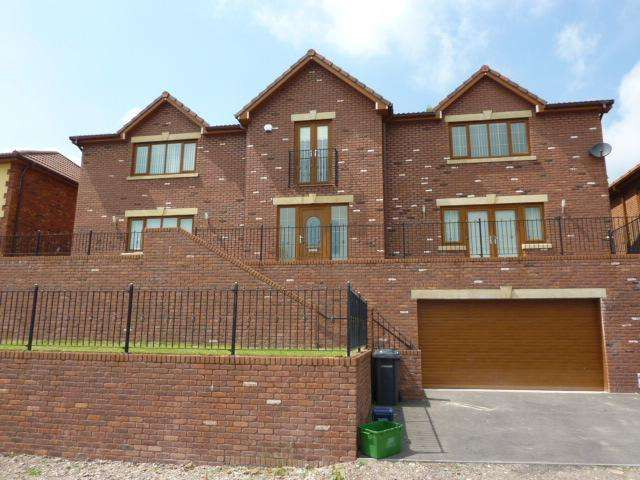 4 Bedrooms Detached House for sale in Springfield Rise, Treharris, CF46 5RD