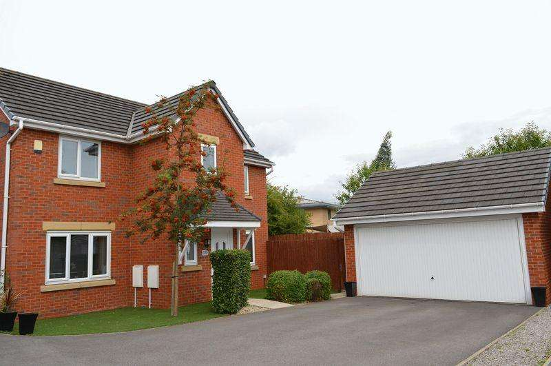 4 Bedrooms Detached House for sale in Heath House Close, Lowton