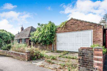 3 Bedrooms Bungalow for sale in The Ridgeway, Bedford, Bedfordshire, .