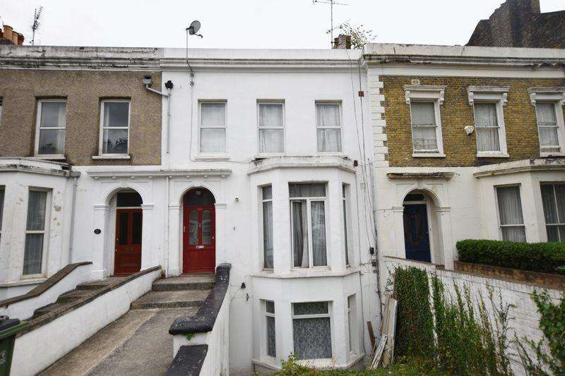 3 Bedrooms Apartment Flat for sale in Burrage Road, Woolwich, SE18 7JW