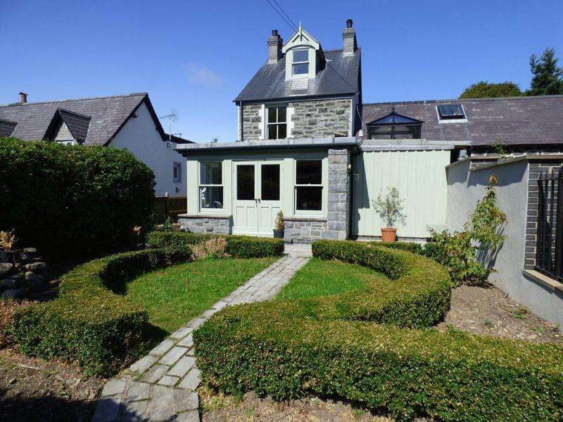 4 Bedrooms House for sale in Bryn Gro, Valley Road, Llanfairfechan LL33 0ET