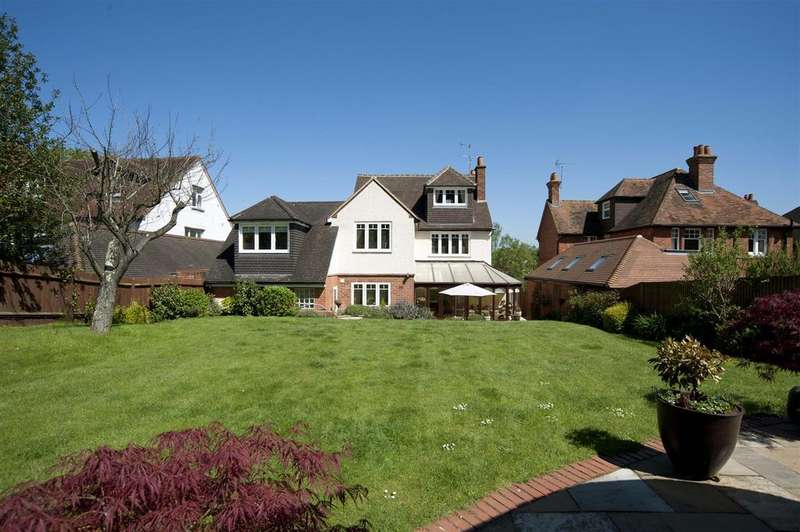 6 Bedrooms Detached House for sale in Oak Tree Road, Tilehurst, Reading