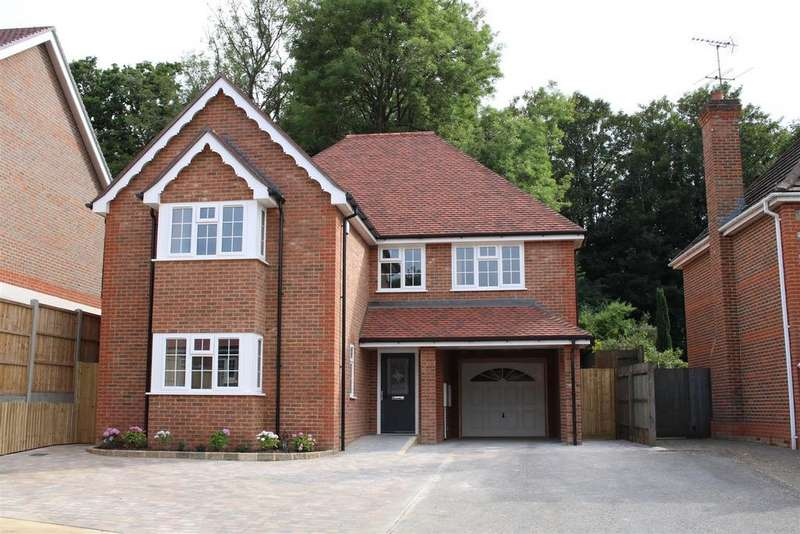 4 Bedrooms Detached House for sale in Durant Way, Tilehurst, Reading