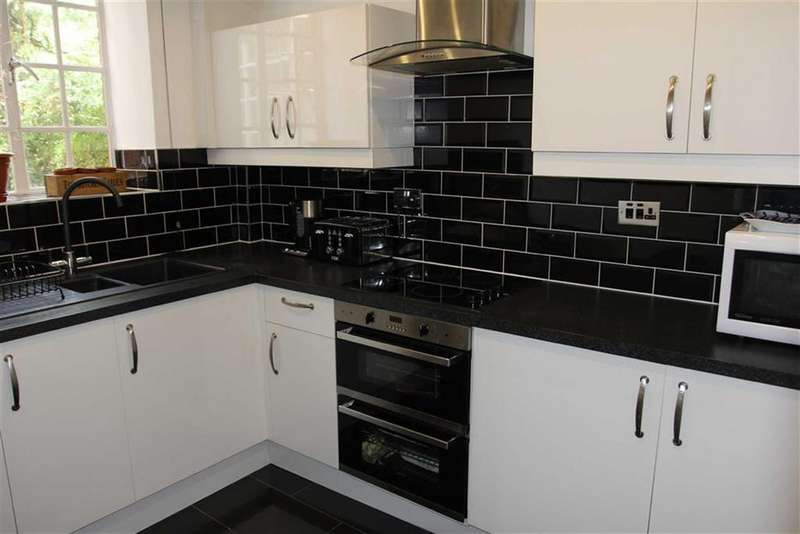 2 Bedrooms Apartment Flat for sale in Stoneygate Court, Stoneygate, Leicester