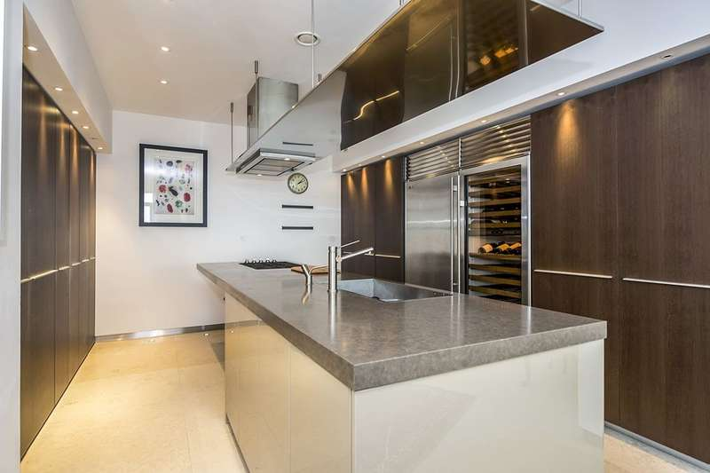 2 Bedrooms Flat for sale in Old Hall Street, Liverpool, L3