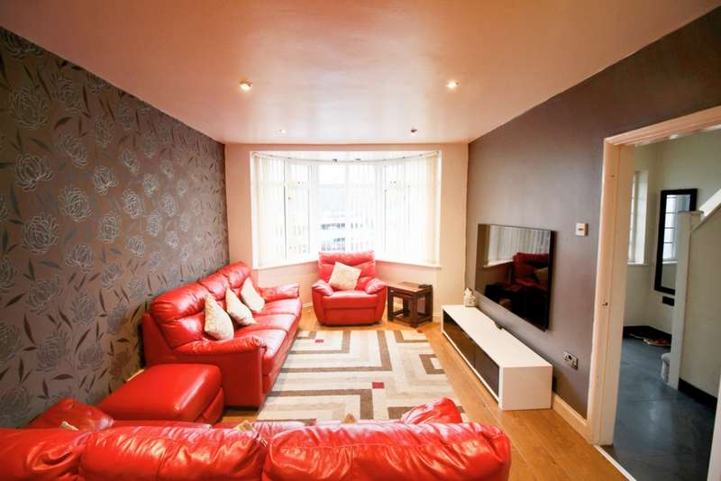 3 Bedrooms Semi Detached House for sale in Welland Vale Road, Leicester, LE5