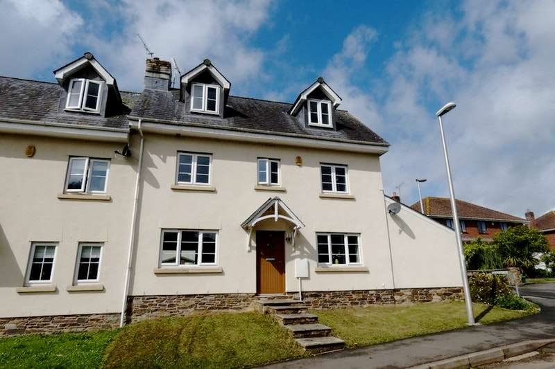 4 Bedrooms End Of Terrace House for sale in Station Road, Crediton, Devon, EX17