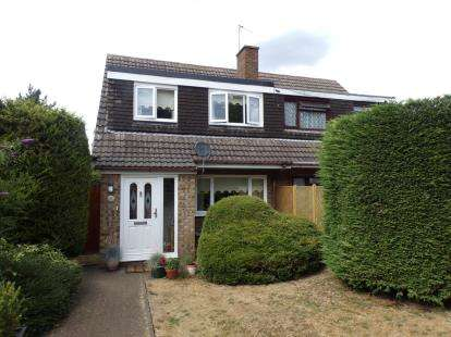 3 Bedrooms Semi Detached House for sale in Magenta Close, Bletchley, Milton Keynes, Uk