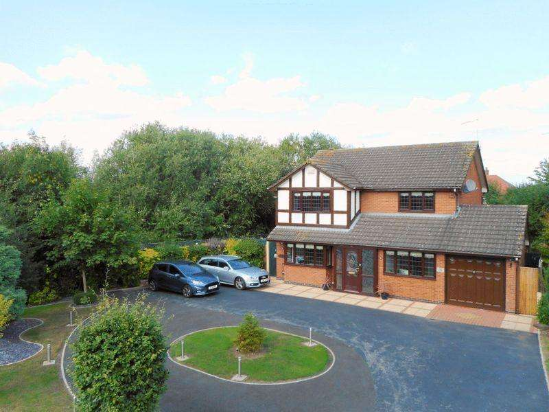 4 Bedrooms Detached House for sale in Firbeck Gardens, Crewe