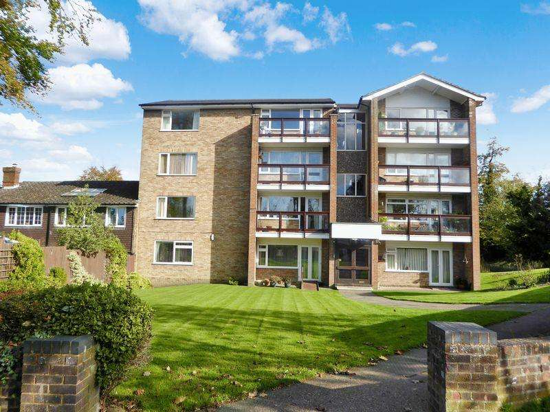 2 Bedrooms Apartment Flat for sale in Beechwood Court, Dunstable