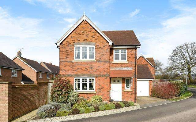 4 Bedrooms Detached House for sale in Wokingham, Berkshire, RG40