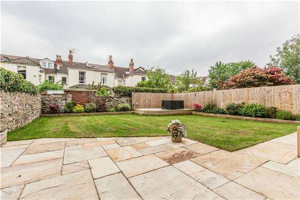 2 Bedrooms Flat for sale in Cotham Road, BRISTOL, BS6 6DW