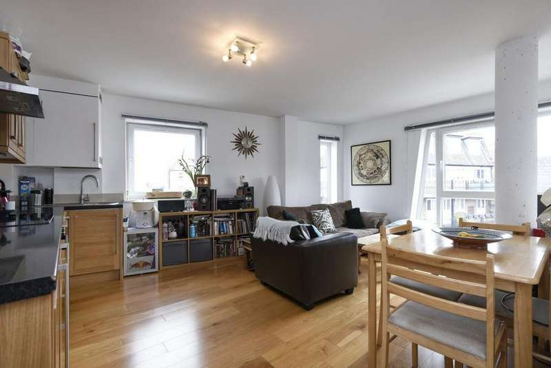 2 Bedrooms Flat for sale in Crescent Lane, Clapham