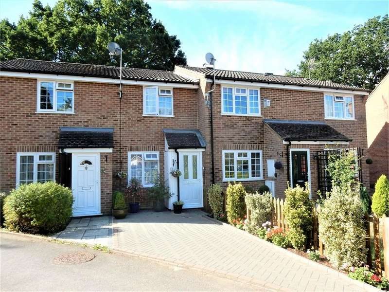 2 Bedrooms Terraced House for sale in Farcrosse Close, Sandhurst, Berkshire