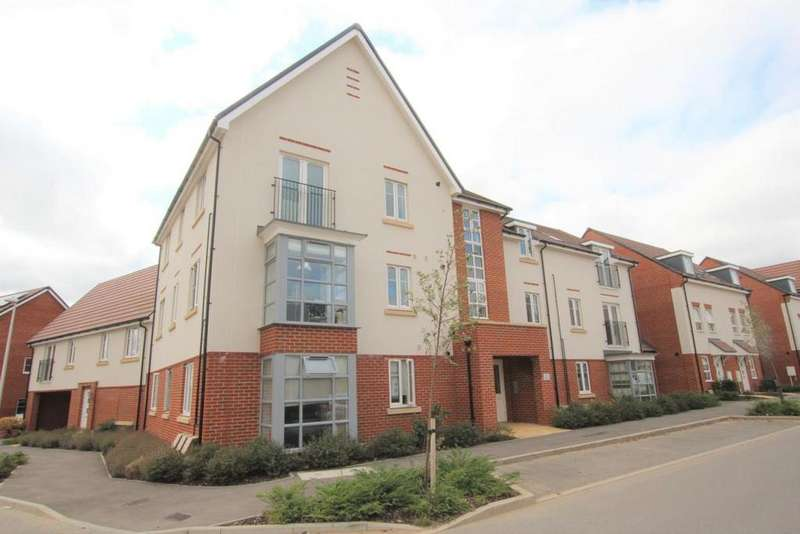 2 Bedrooms Flat for sale in Whitlock Avenue, Wokingham, RG40