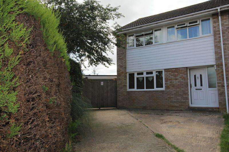 3 Bedrooms Semi Detached House for sale in Shelley Close, Newport Pagnell