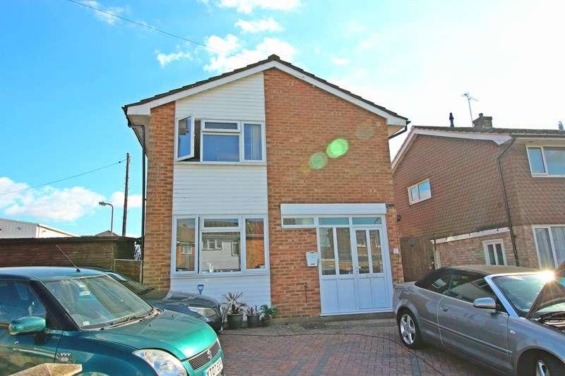 4 Bedrooms Detached House for sale in Linden Close, Benfleet