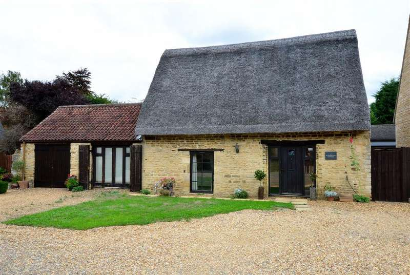 2 Bedrooms Cottage House for sale in The Courtyard, Werrington, Peterborough