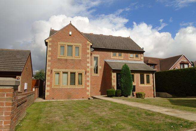 4 Bedrooms Detached House for sale in 9 Applehaigh View, Royston, Barnsley, S71 4ER