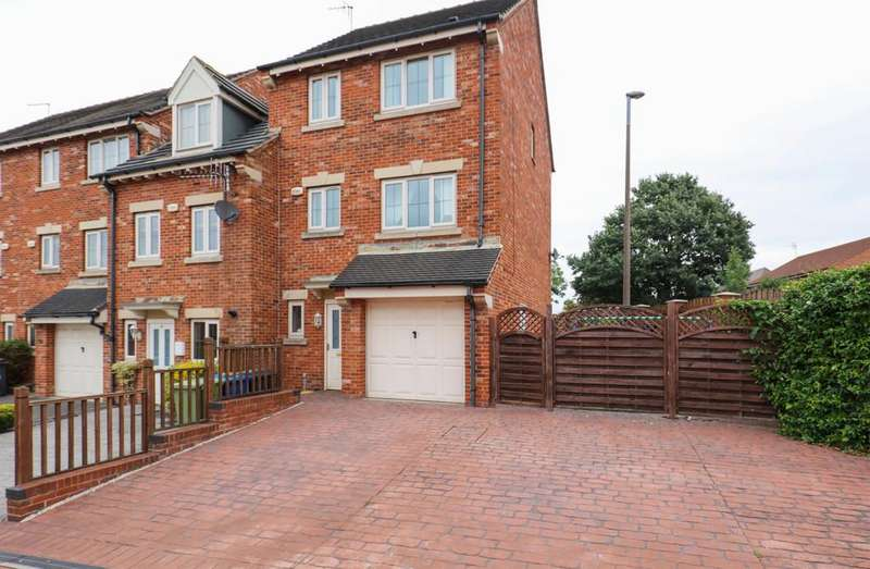4 Bedrooms Town House for sale in Martindale Close, Staveley, Chesterfield