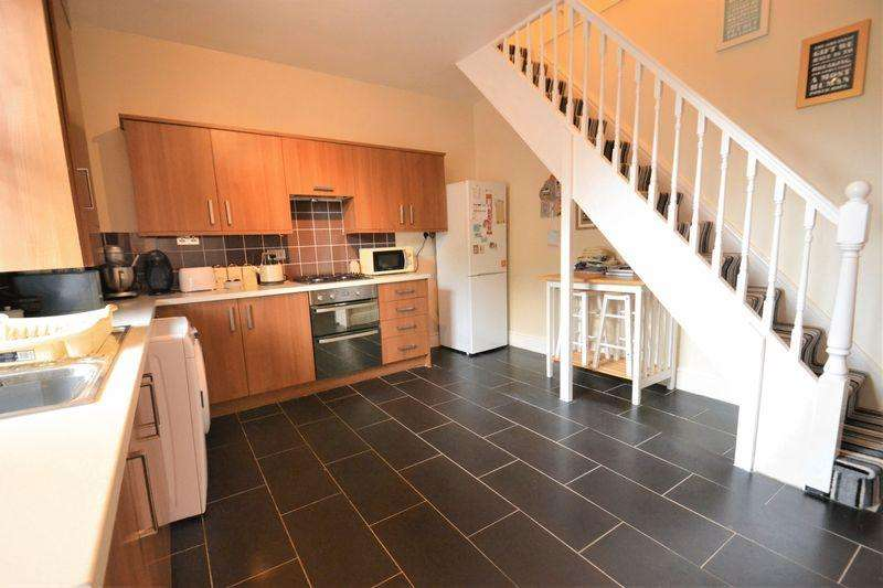 2 Bedrooms Terraced House for sale in Cleggs Lane, Little Hulton, Manchester