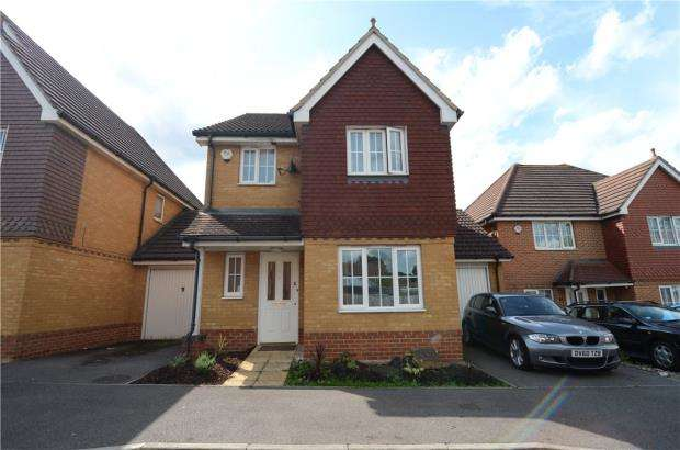 3 Bedrooms Link Detached House for sale in Oakfield Place, Farnborough, Hampshire